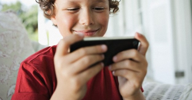 Mobile Monitoring App: Tips to Ensure the Internet Safety of Your Children