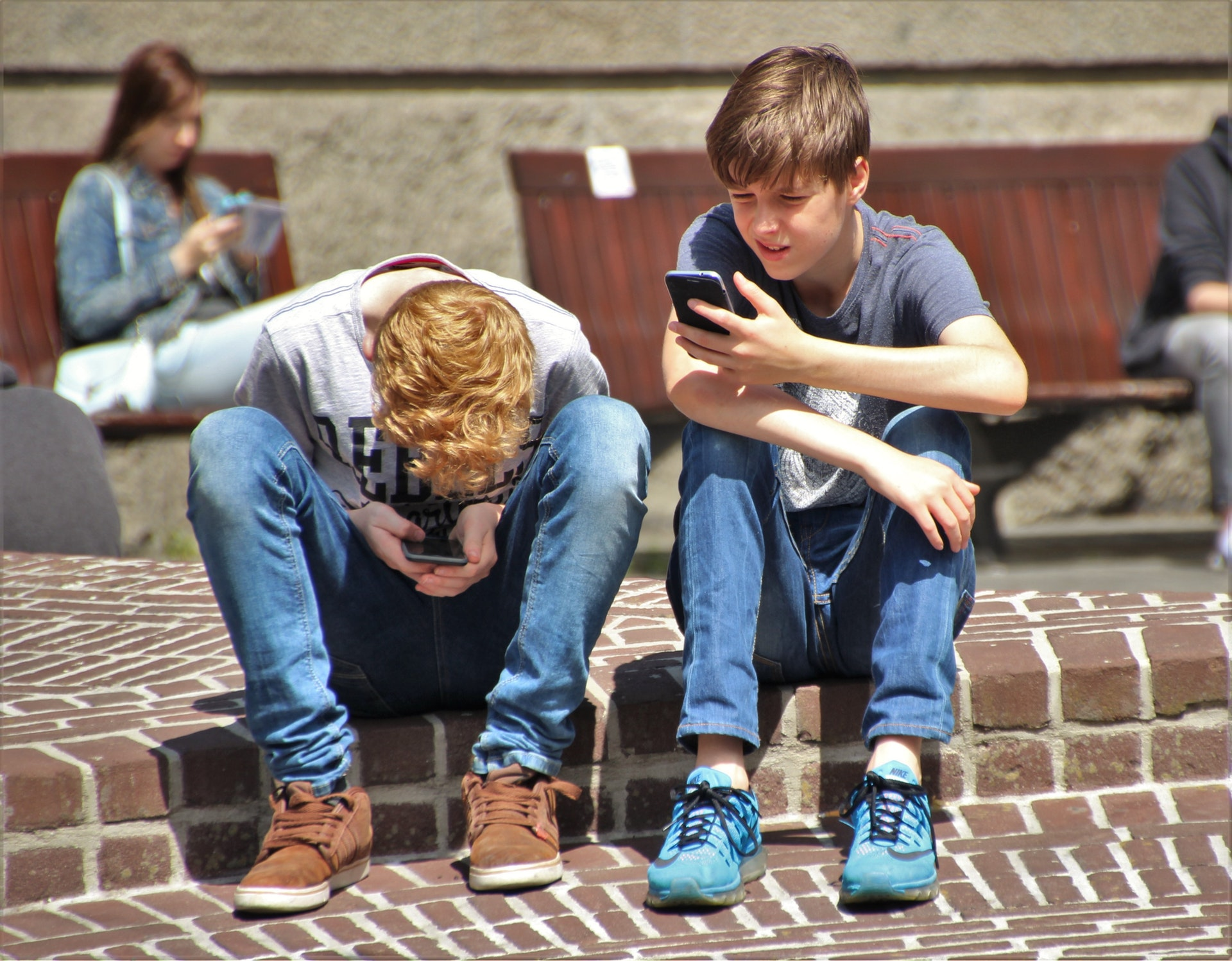 Dangers of Smartphones on Children That A Mobile Phone Monitoring App Can Prevent
