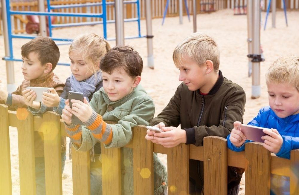A Parents' Guide To Cell Phone Parental Controls & Safety